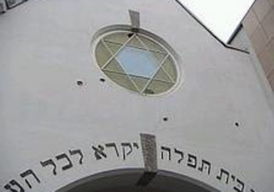 Norway prosecutes alleged synagogue shooters