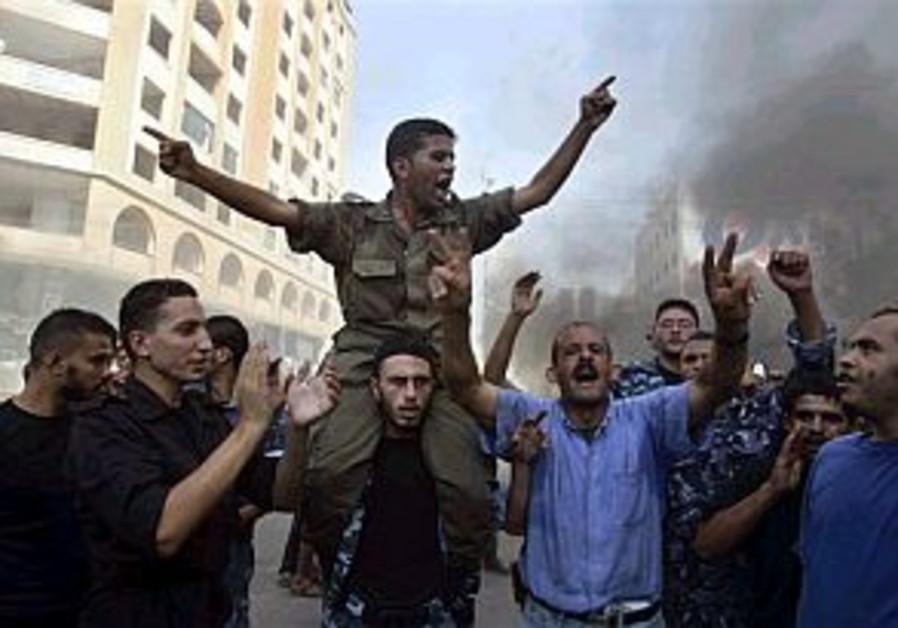 Palestinian protestors block Gaza City