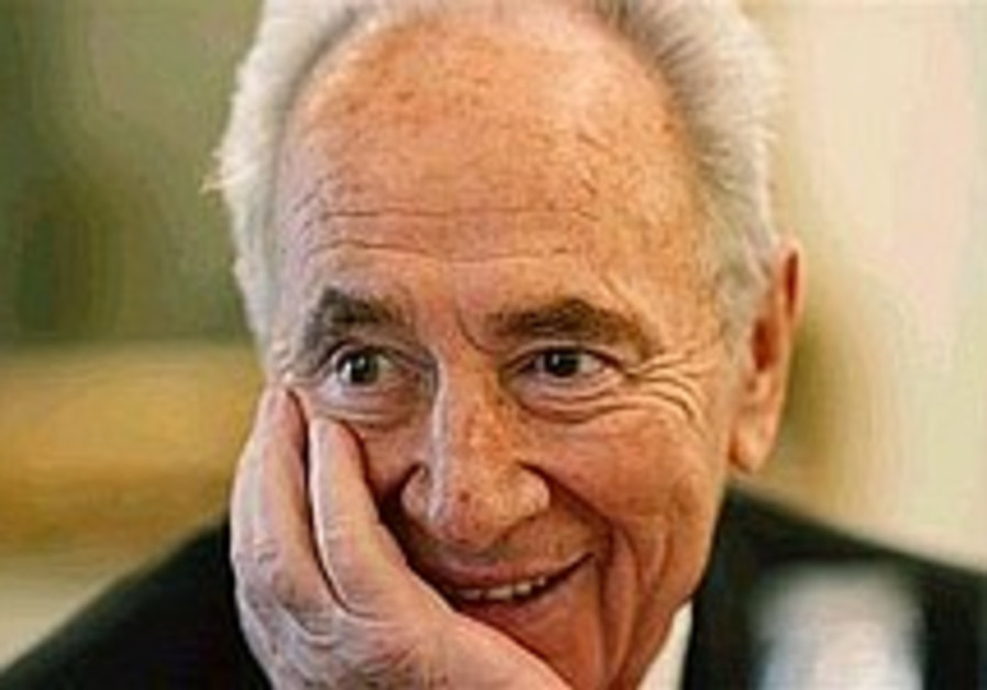 Peres: Tension with Syria receding