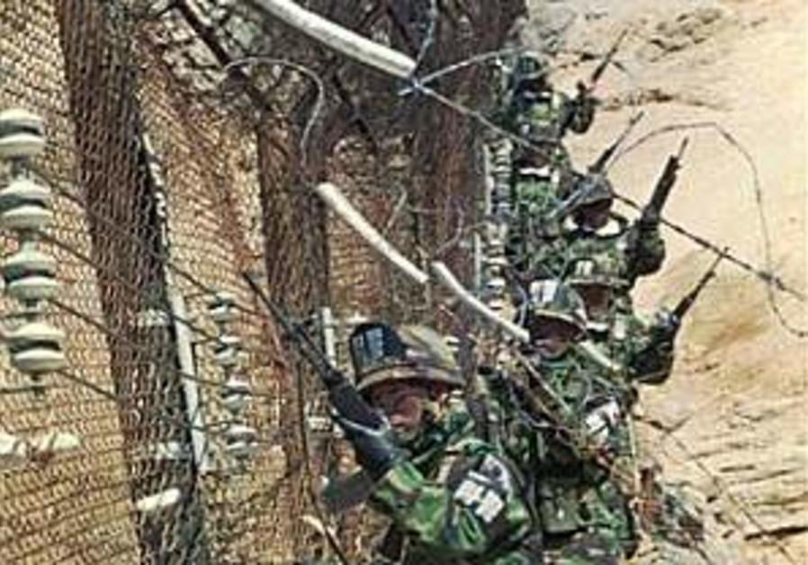 Warning shots fired at N. Korean troops near DMZ