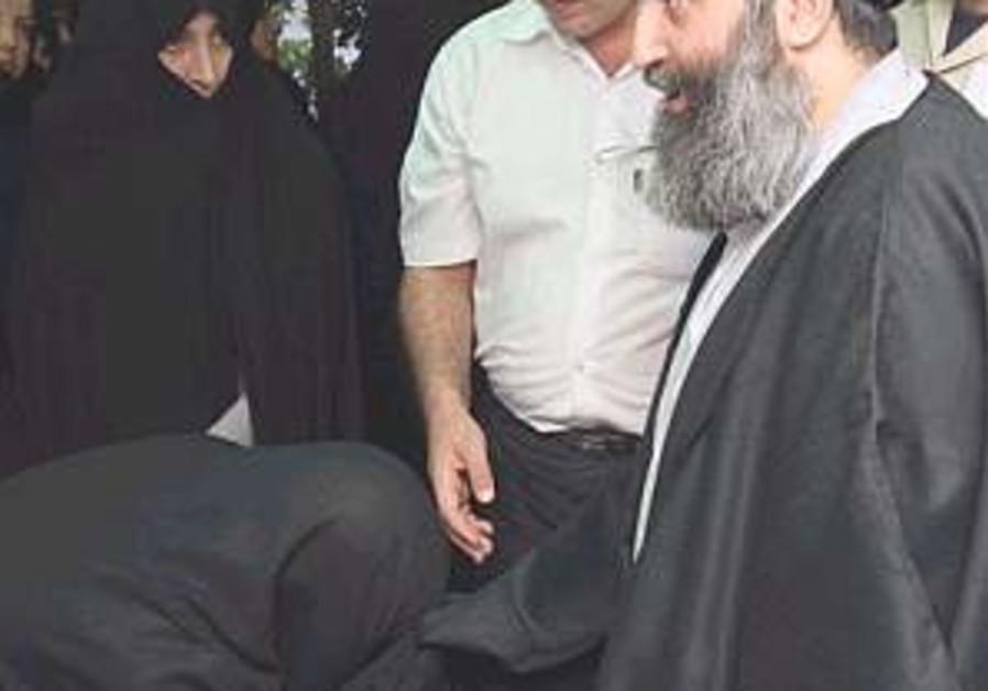 Police detains popular Shia Muslim cleric in Iran
