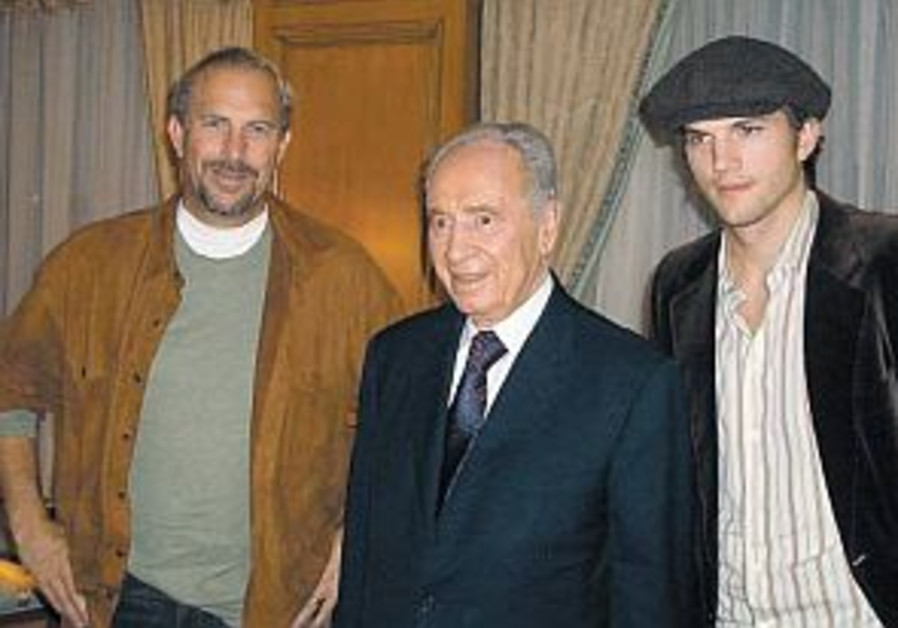 Peres talks politics with Kutcher and Costner in Berlin