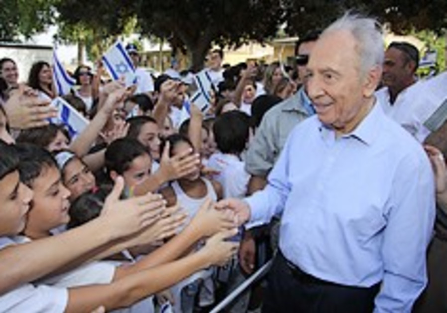 peres with students 248 88