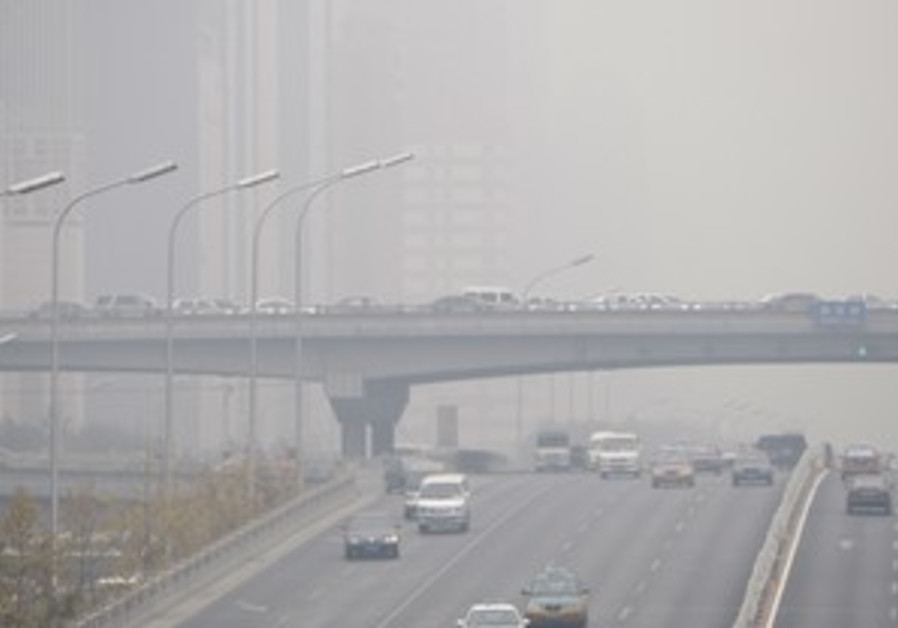 Heavy air pollution causes disruptions at airports