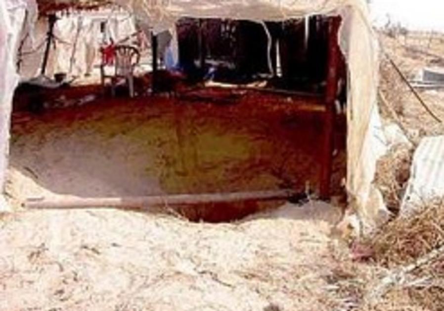 Egypt nabs 15 suspected rocket makers