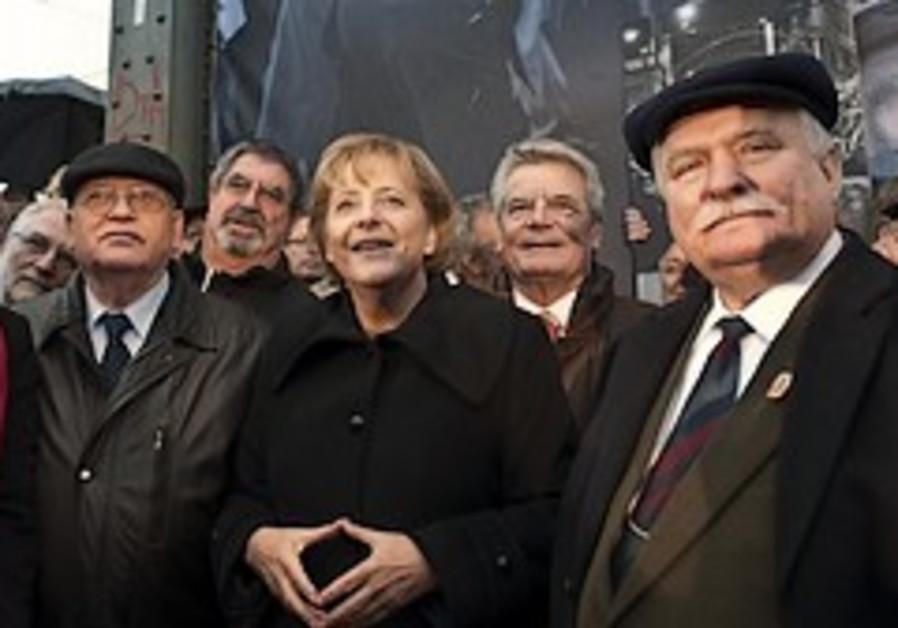 Merkel Gorbachev Walesa berlin 248 88