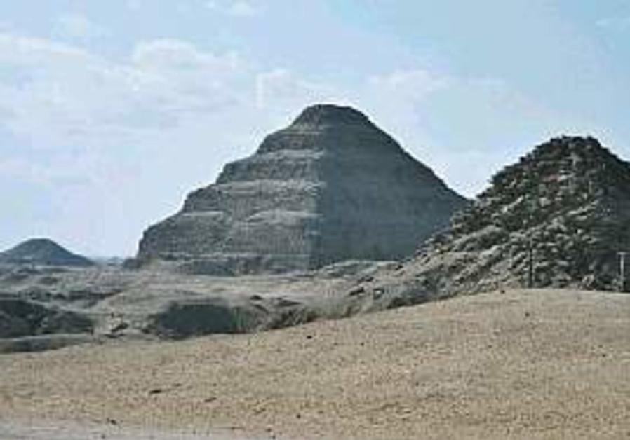 Dentists' tombs discovered at Saqqara pyramids