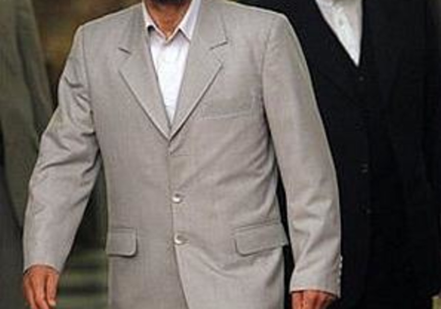 ahmadinejad walking, 298 ap