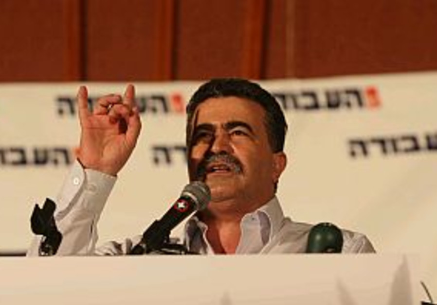 Peretz attempts to woo Arab sector to garner support