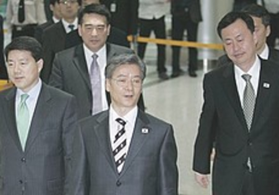Two Koreas at odds ahead of rare talks