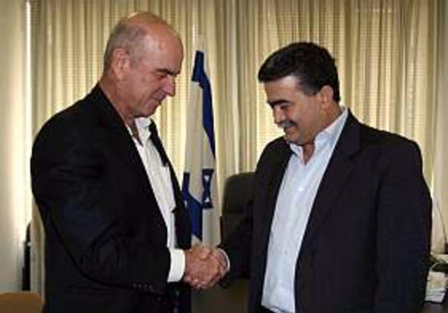 Peretz discusses cabinet vacancy with Vilna'i