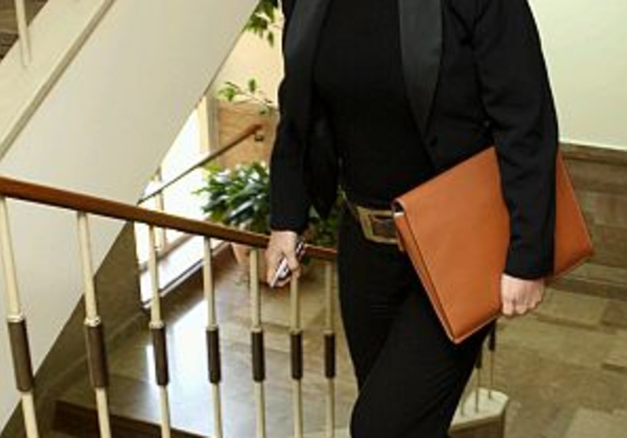 livni walking up stairs 298.88
