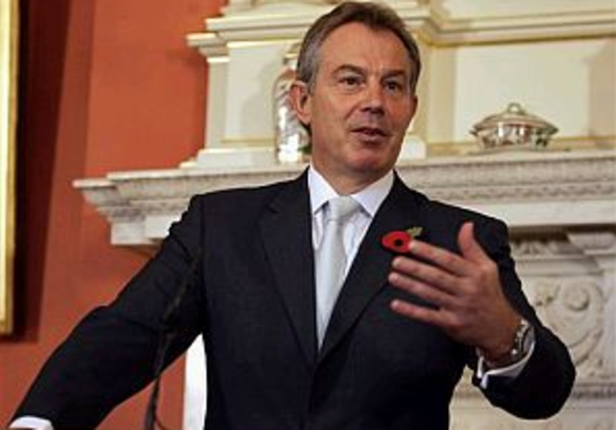 Blair in Pakistan, vows continued UK role in Afghanistan