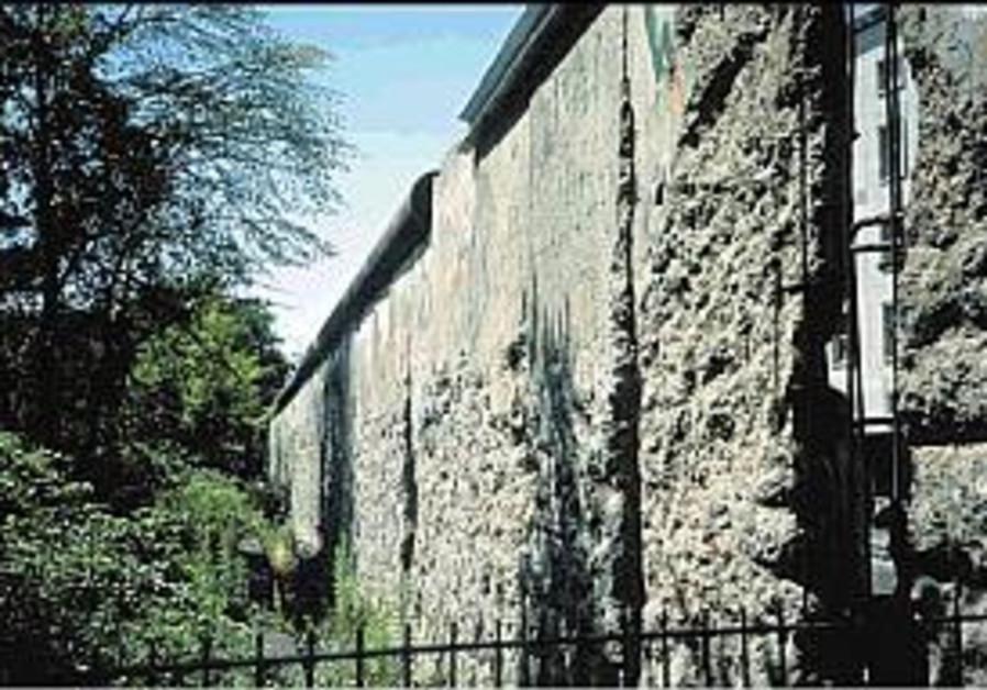 berlin wall remains 298.88