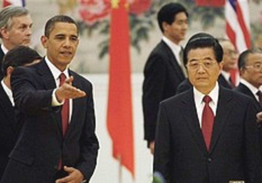 Hu Jintao gestures to Obama 248.88
