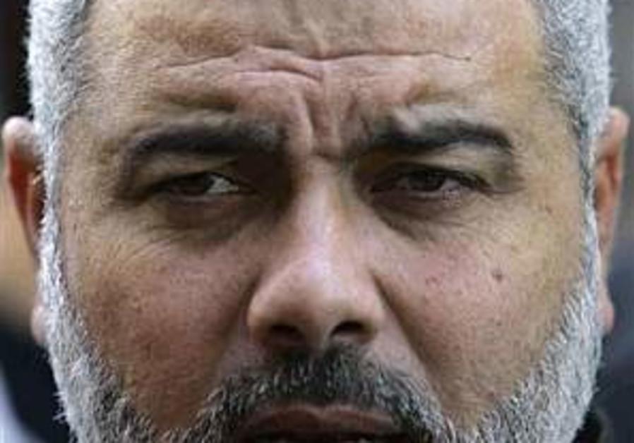 Palestinian PM in Egypt for talks on prisoner swap