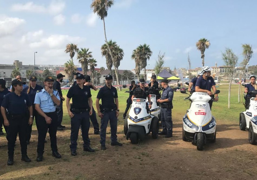 Tel Aviv police foot patrol to secure coast for tourists and citizens