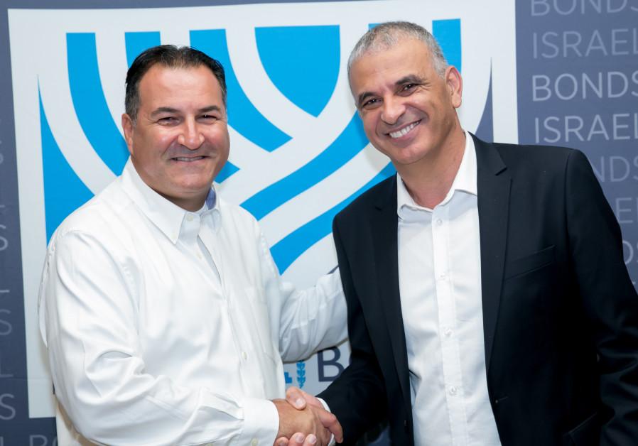 Israel Bonds President & CEO Israel Maimon (left) greets Finance Minister Moshe Kahlon