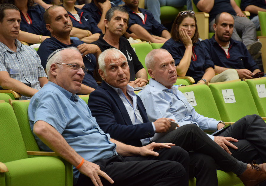 Agriculture Minister Uri Ariel (Bayit Yehudi), MK Haim Jelin (Yesh Atid), and Construction Minister