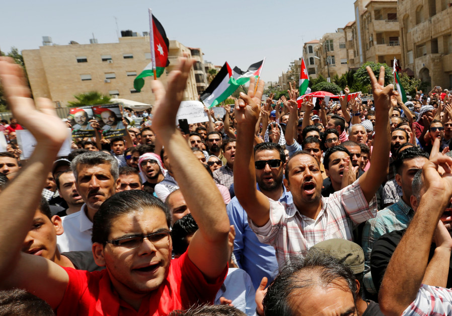 US embassy in Jordan suspends public services, warns US citizens of violence