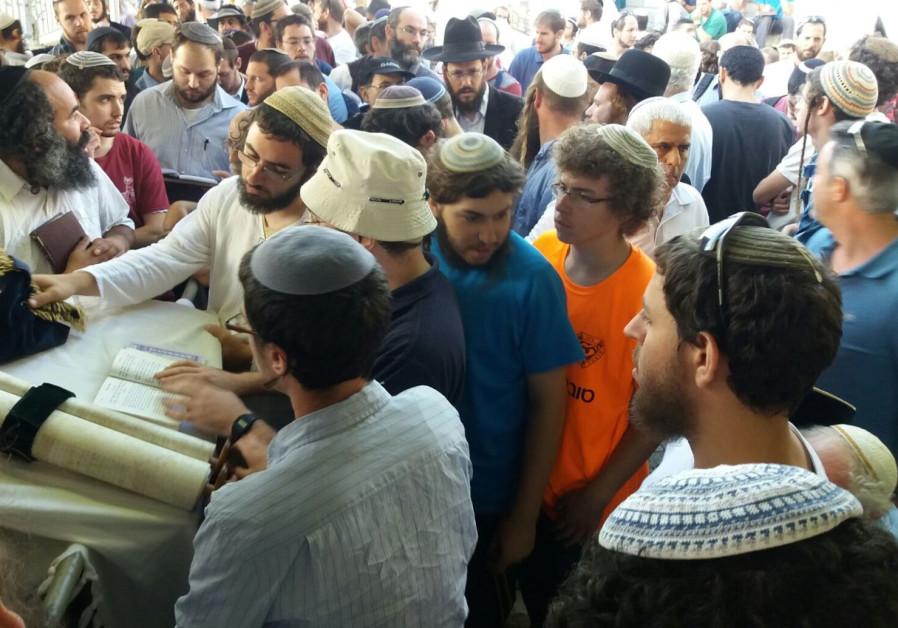 Record 1,200 Jews visit Mount on Tisha Be'av