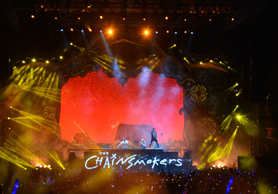 Chainsmokers debut in Israel with electrifying late-night performance