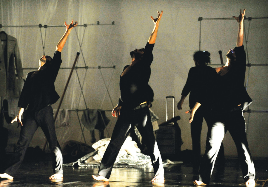Modern Dance Theater Istanbul performs 'Travelogue'.