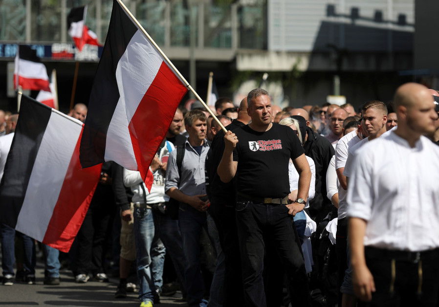 Police injured as far-right, anti-Nazi activists clash in Berlin