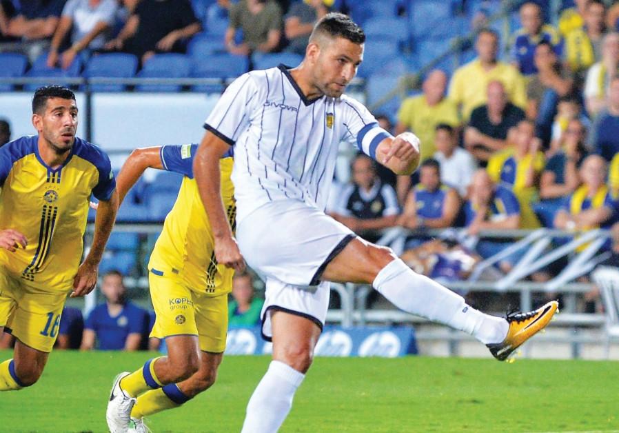 Beitar Jerusalem striker Itay Shechter scored two goals in last night's 3-0 win at Maccabi Tel Aviv