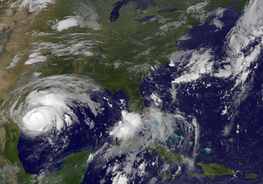 Residents flee Texas coast ahead of Hurricane Harvey landfall