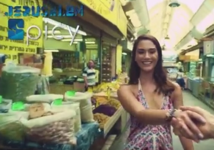 A screenshot the clip starring Shir Elmaliach.