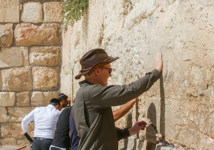 Conan O'Brien touches the Western Wall, August 28, 2017.