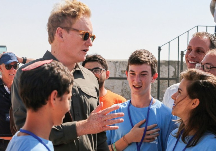 Conan O'Brien startles teenagers competing in all-night contest
