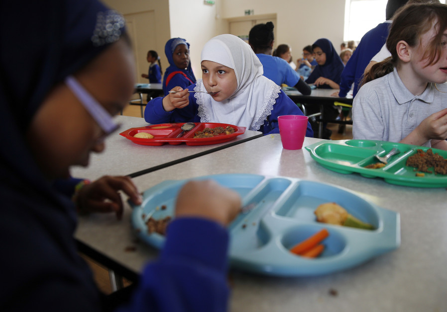 French judge calls for no-pork lunch options for Jewish, Muslim students