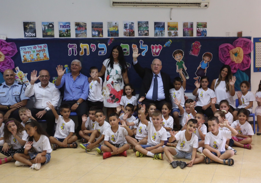 President Reuven Rivlin at Nofei HaSelah elementary school in Ma'aleh Adumim for the first day of cl