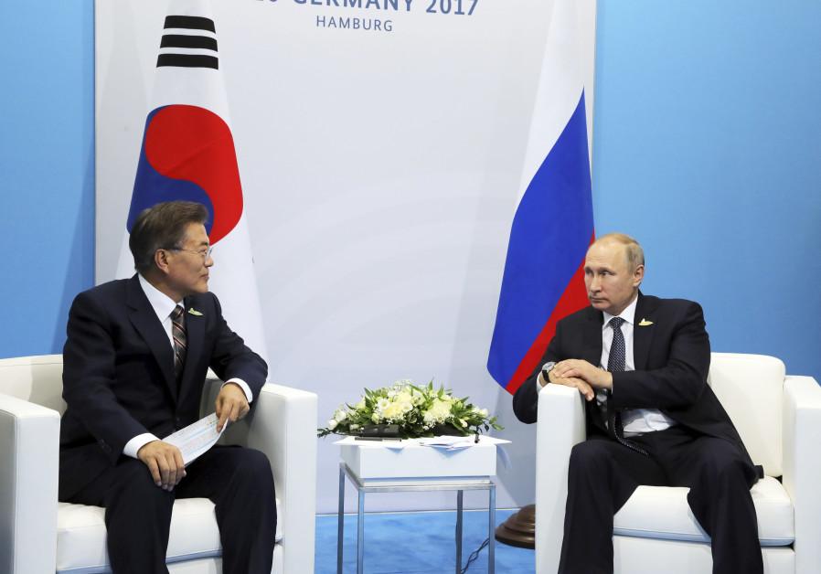 S.Korea's Moon discusses 'unpredictable' N.Korea situation with Putin