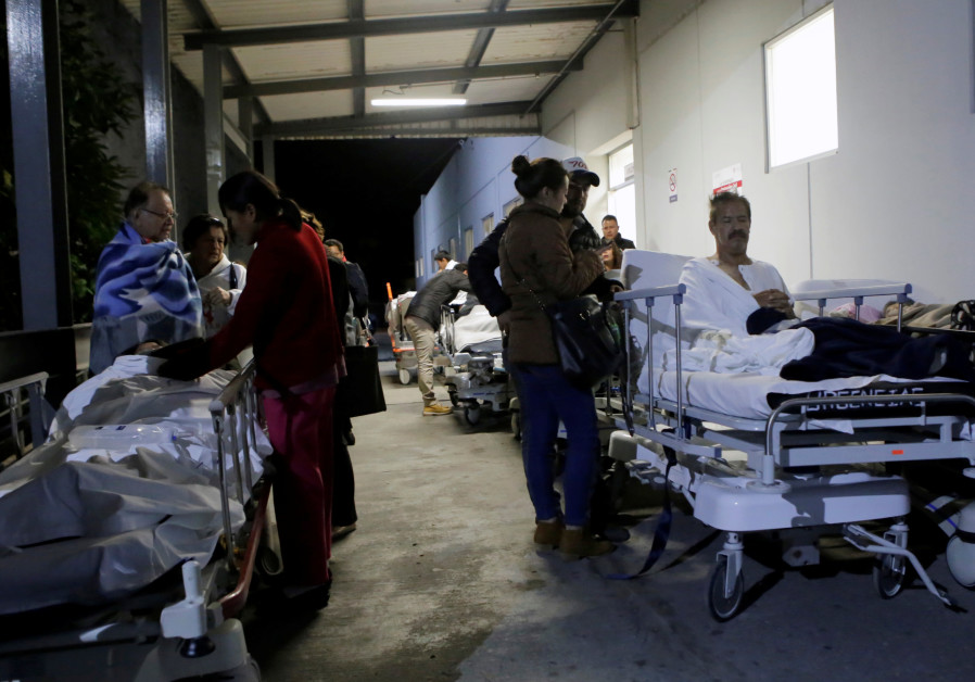 Dozens die in Mexico earthquake; small tsunami triggered