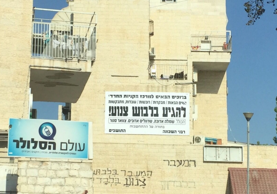 Haredi extremists defy court orders, put up controversial modesty signs