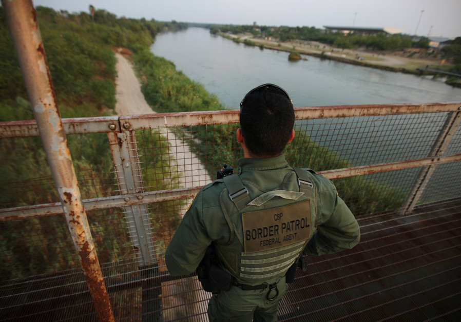 Israeli firm chosen to build prototype of US-Mexico border wall