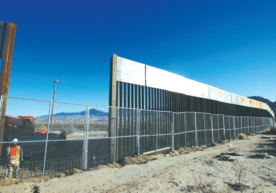 Trump demands U.S. border wall, sidesteps declaring emergency