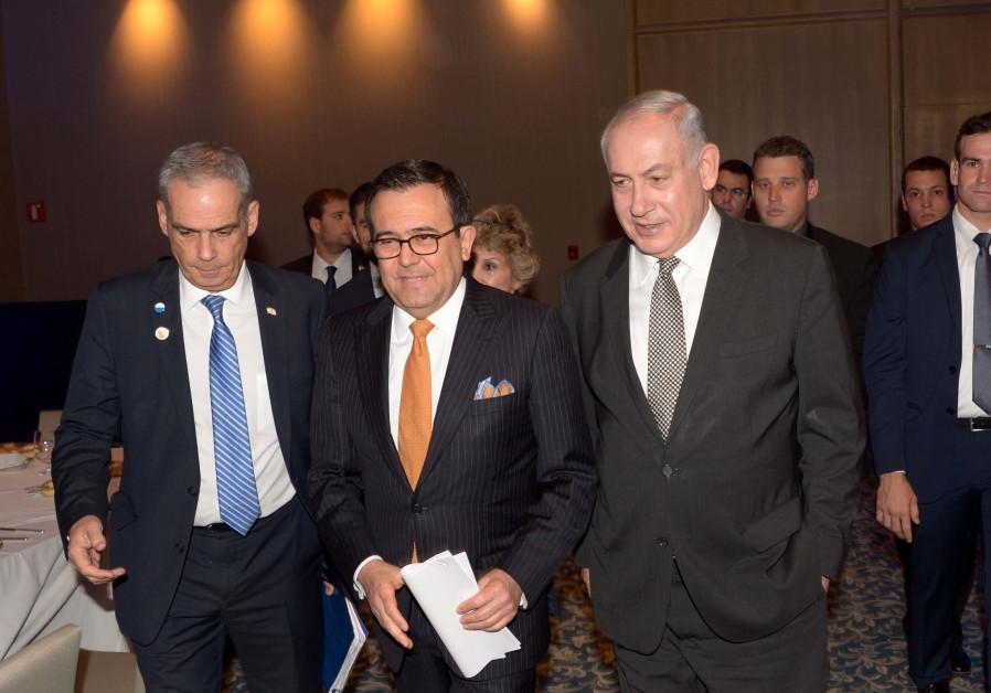 Prime Minister Benjamin Netanyahu with Mexican Secretary of Economy Ildefonso Guajardo Villarreal, S