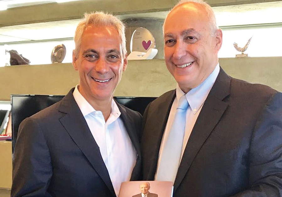 Chemi Peres and Chicago Mayor Rahm Emmanuel display a copy of Shimon Peres' autobiography
