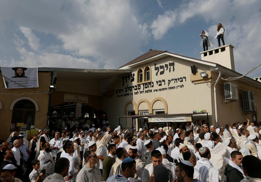 Fire near Rabbi Nachman's grave forces evacuation