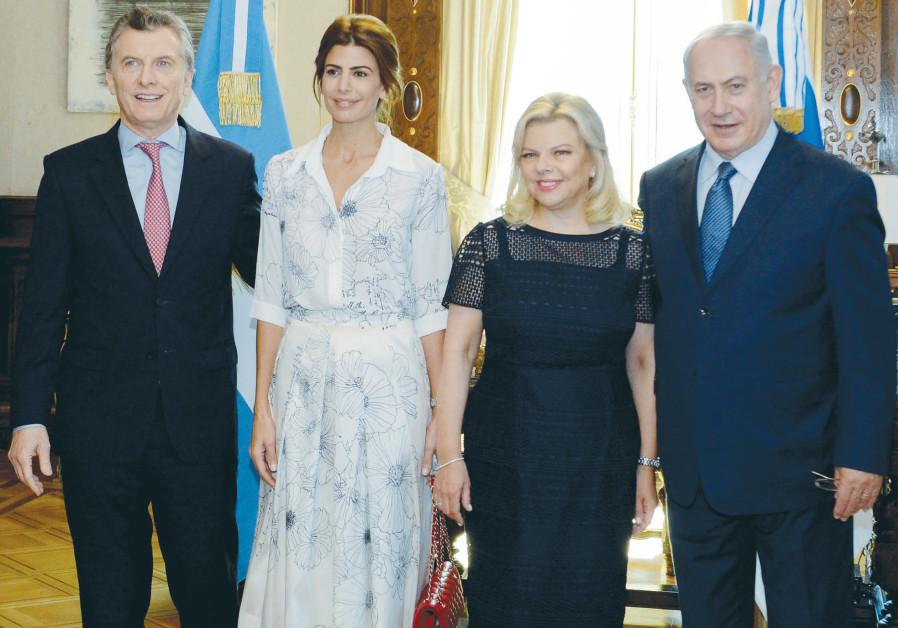 Benjamin and Sara Netanyahu standing next to Argentinian President Mauricio