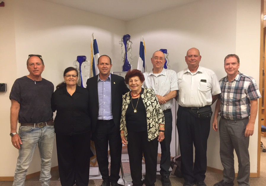 "Nir Barkat meets with ""the Committee to save apartment leasers in Israel"""