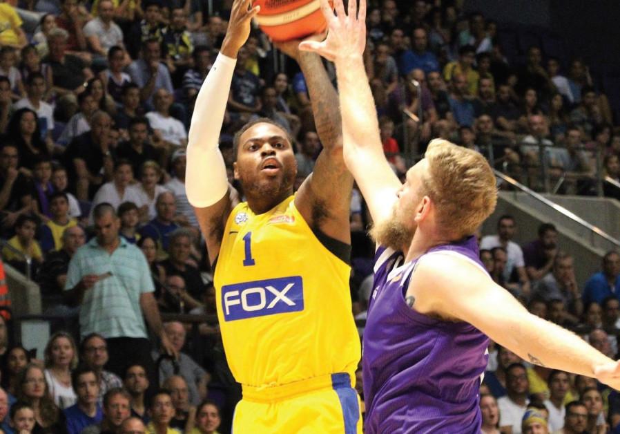 Maccabi Tel Aviv player Deshaun Thomas