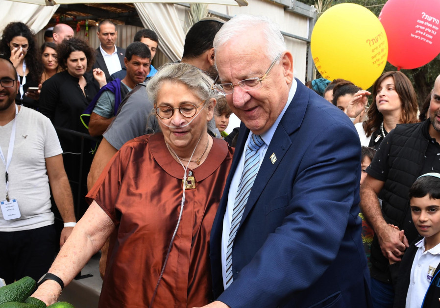 Rivlin welcomes people with disabilities in his sukka