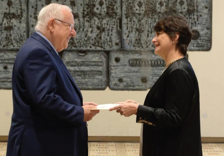 Canadian Ambassador Deborah Lyons presents her credentials to President Reuven Rivlin