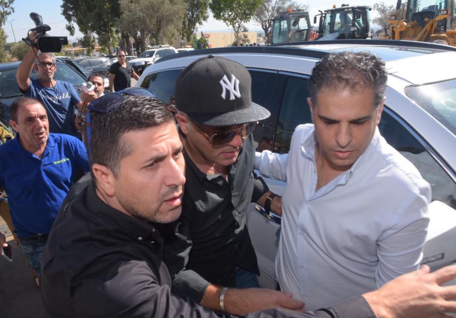 Israeli Mizrahi singer Kobi Peretz reprting for his 18-month prison sentence, October 15, 2017.