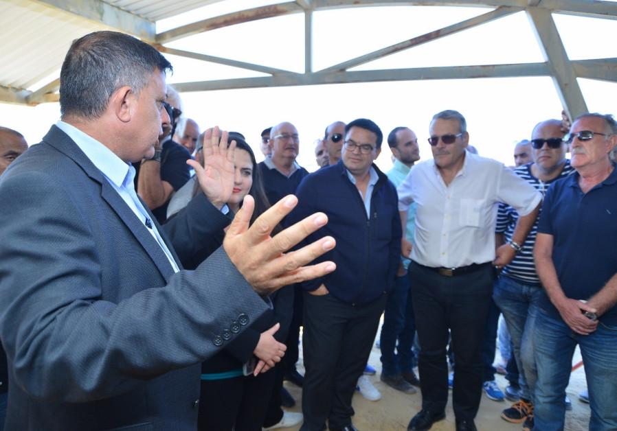 Labor court freezes mass layoffs planned at Negev Ceramics